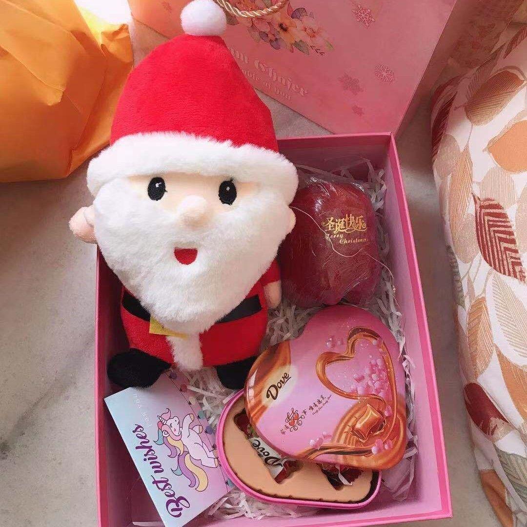 一定要在圣诞节送女票这款浪漫的圣诞老人公仔礼盒啊