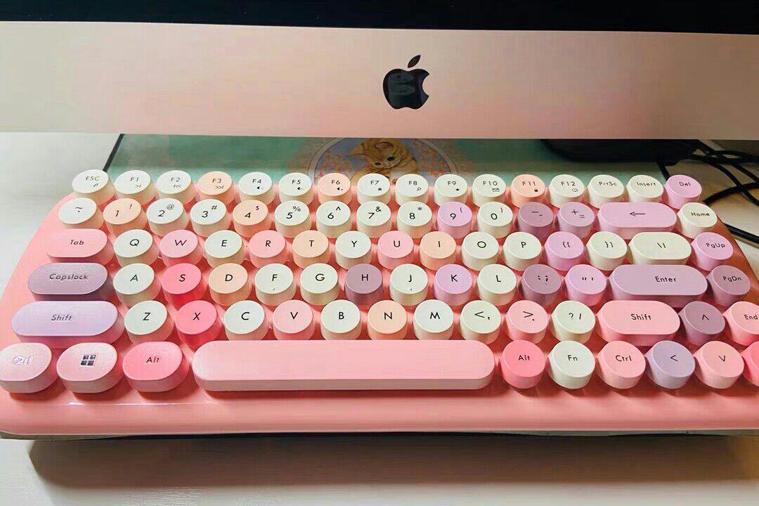 键盘是闺蜜送的生日礼物,颜值瞬间*x