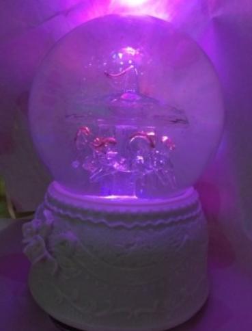 给大家推荐一个少女心爆棚的水晶球音乐盒