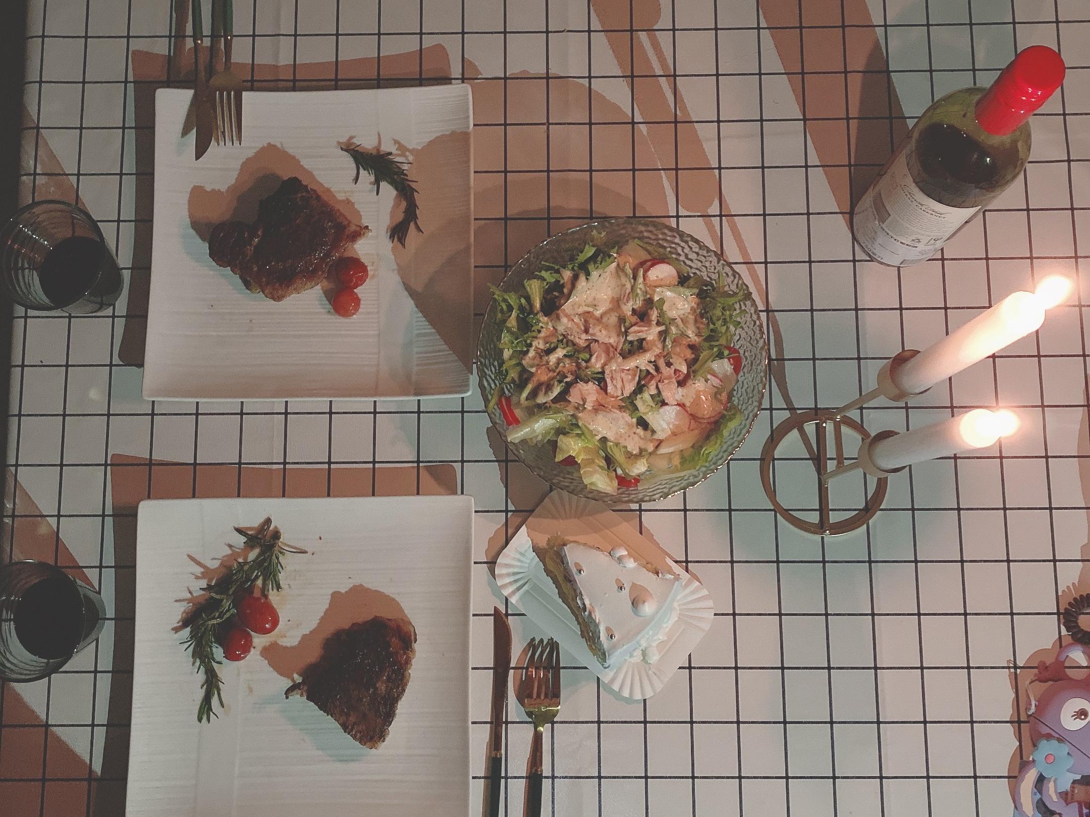 情侣周末约会,在家*西餐更浪漫