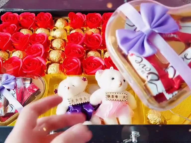 炒鸡浪漫的德芙巧克力香皂花礼盒,送女朋友的高颜值礼物